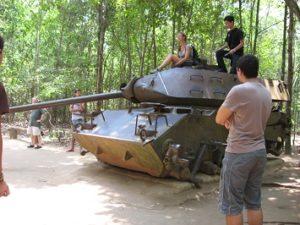 En stridsvagn utanför Saigon. Det fanns mycket sevärdheter från kriget med USA däromkring.